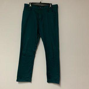 Green chinos pants